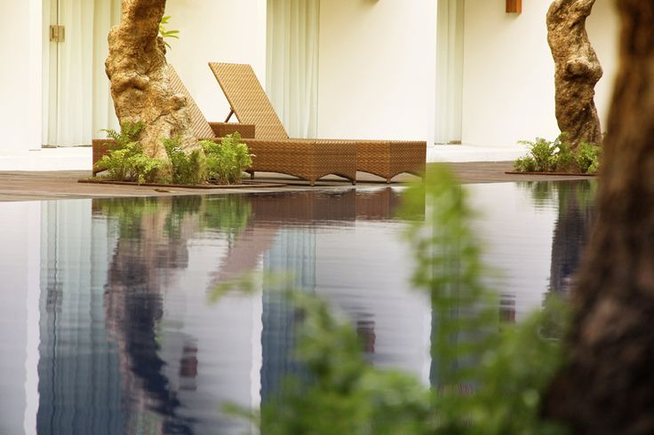 An over-sized swimming pool. http://thebenehotel.com/