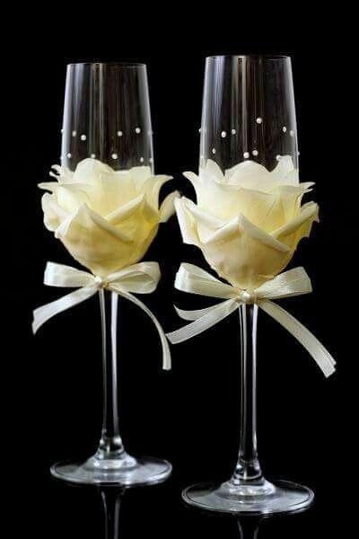 Hola hermosas les dejo este tutorial para decorar las copas se ve muy sencillo