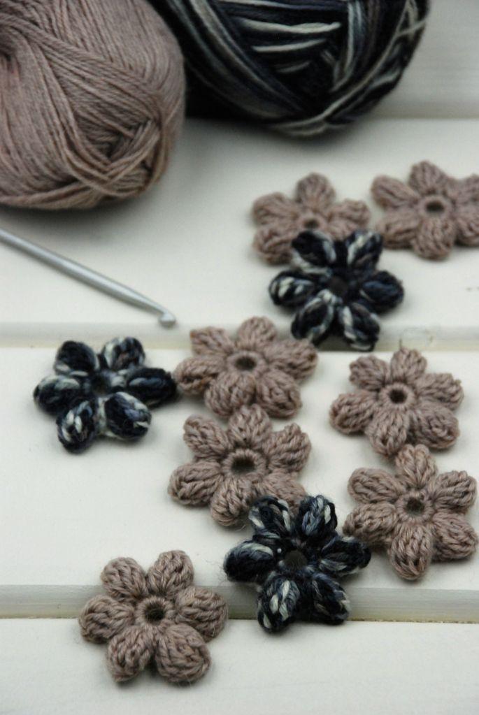 Ich hab mich total in diese kleinen 3D Häkelblumen verliebt! Sie sind super…