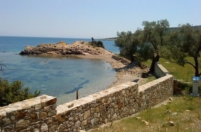 Building plot in a unique and unrepeatable position in Lesvos island, 37,000 m2 with a direct access to the beach and wonderful views of Turkey. On the plot there is a small house of 80 m2 featuring 2 bedrooms, open plan kitchen and one bathroom.
