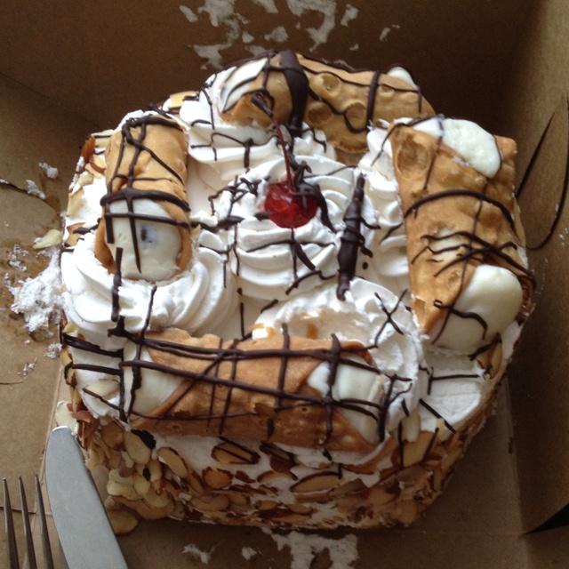 Carlo's Bakery Cannoli Cake! AMAZING!