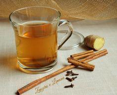 tisana cannella e zenzero -300 ml di acqua 1,5 cm di cannella 1,5 cm di radice di zenzero 2 chiodi di garofano miele per dolcificare
