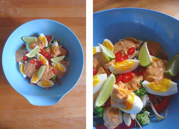 Gado gado-salat med peanut butter-dressing