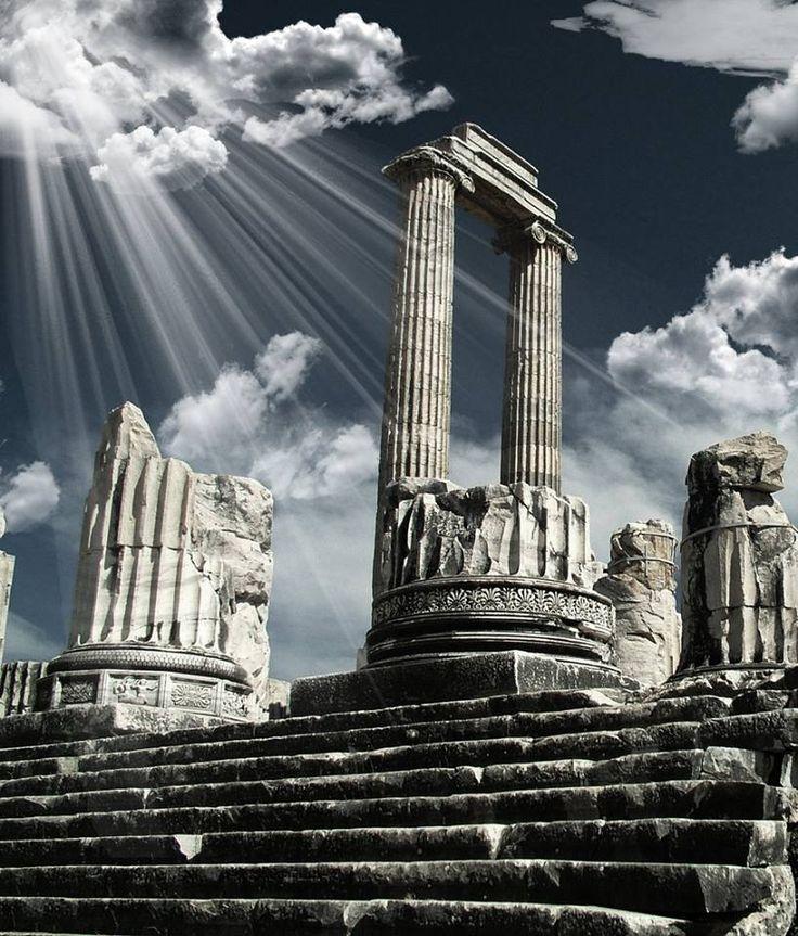 Ναός διδυμαίου Απόλλωνος - Δίδυμα Μίλητος μικράς Ασίας - 4ος αιώνας π.Χ.  Temple of ''Didymaios'' Apollo - Didyma Miletos of minor Asia - 4th Century BCE.