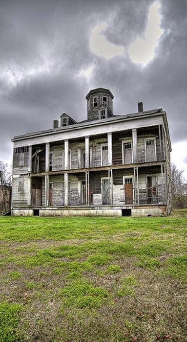 Old Farm House Double Colonnades Looks like the house on Fried Green Tomatoes