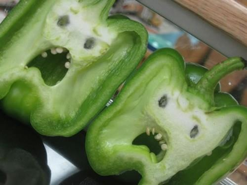 : Faces, Funny Pics, Funny Pictures, Belle Peppers, Too Funny, Green Peppers, Veggie, True Stories, Fruit And Vegetables