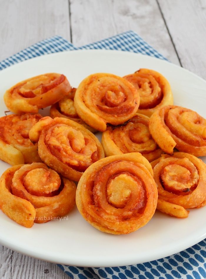 mini pizza rolls - Mini pizza rolletjes - Laura's Bakery