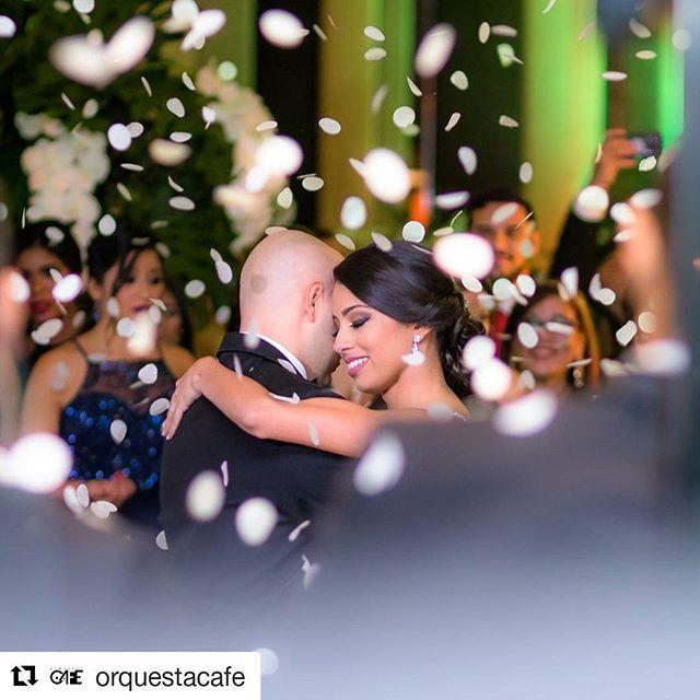 Algo de lo que fue la hermosa noche de Mariel y Luis Enrique.  #Repost @orquestacafe (@get_repost)  Nos vestimos de rumba!!! para celebrar a:  #SharielyMaquita  @marielMRO  @Luisel_10 . Planner: @mkameventos Decor: @melhev Foto:  @SaenzPhotographer Video:  @KaitoVoloj_Utopiafilms Lugar: @SheratonPanama . . #panamaeventos #eventospanama #musica #panamabodas #panama #bodaspanama #panamaweddings #pty #músicaparatodos #boda #matrimonio #wedding #happy #bride #groom #love #fiesta #party #events…