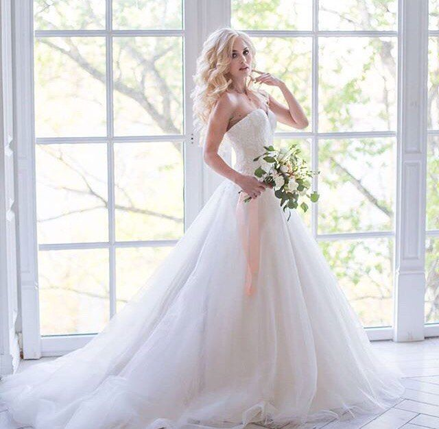 Мы безумно любим пышные и многослойные юбки �� Создай свой легкий образ с платьем  от модельера - дизайнера Татьяны Янченко ✨�� #ексклюзив #свадебныеплатья #дизайнерскоеплатье #свадебныйсалон #justmarried #chernigov #свадебноеплатьемечты #янченко #многослойноеплатье http://gelinshop.com/ipost/1524617097761886038/?code=BUohywylY9W