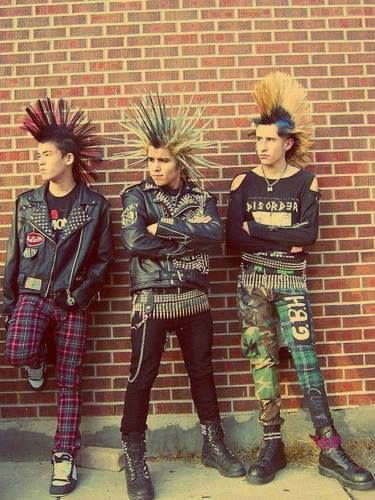 Punk, Boots, Punk hair, (colourful) Skinny jeans, Patterned jeans, Leather spiked jackets, Badges!