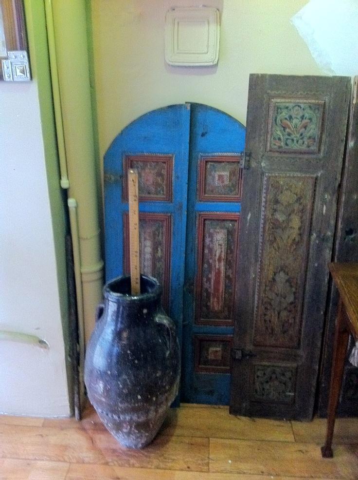l'anima delle vecchie case di legno ottomane: le persiane, i battenti. Cosa hanno da raccontarci? cosa hanno nascosto?