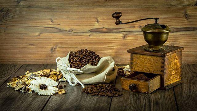 #photo #кофе #зернакофе #натюрморт #зерна #коричневый #цветы #сумка #фон #ретро #старый #фото #фотография #сегодня #селфи