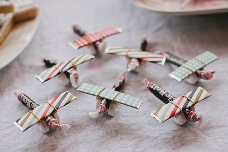 How clever are these party favor airplanes?!! Made out of Lifesavers, Tootsie Rolls and Gum!!!