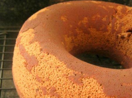 Receita de Bolo de Chocolate, Noz Pecã e Cranberry - bolo por 5 minutos. Desenforme e deixe resfriar em uma grade. Corte apenas quando o bolo estiver...