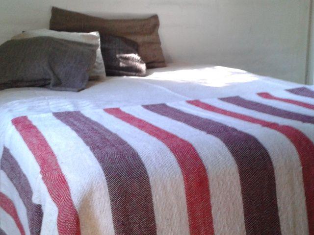 Decora tu #habitación con un pie de cama tejido en #telar