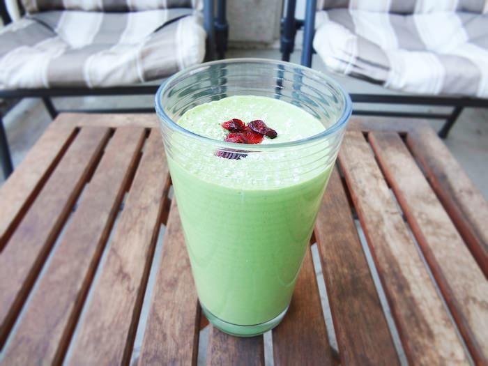 Super Kale Shake! Recipe at: http://www.oneingredientchef.com/super-kale-shake/