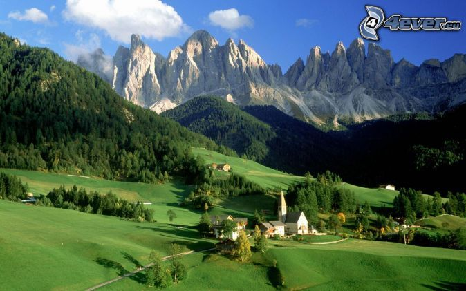 Val di Funes, Tyrol du Sud, Italie, village, montagnes