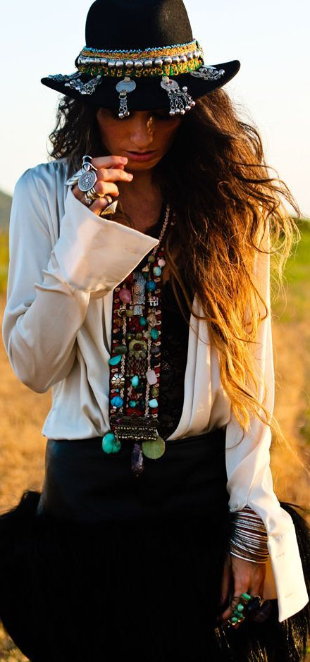 Gypsy chic...♥....#EvolvingFashion #JewelryLayering #NecklaceLayering…
