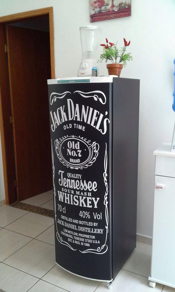 Envelopamento de geladeira Jack Daniels a partir de R$170,00. www.facebook.com/adesivosalfa