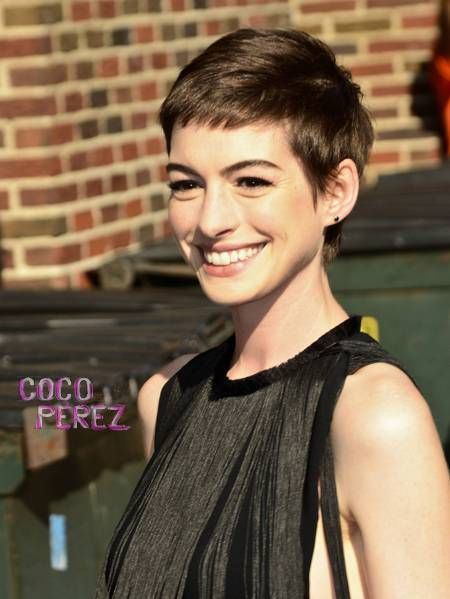 It seems that Anne Hathaway didn't like her new short ´do as much as we did!  The actress decided to chop her hair off to play Fantine, a dying...