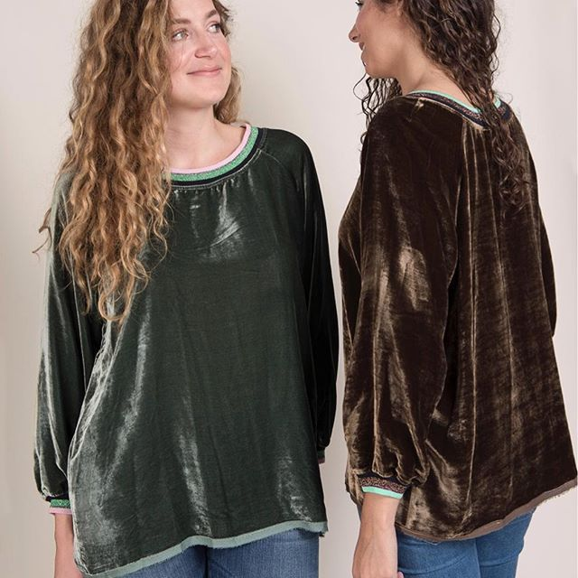 Notre petit sweat #JODY en velours et détails lurex est hyper lumineux dans ces teintes automnales 🍬✨💕 👉🏻À retrouver en petites séries Sur Fionavani.fr 😉 ... #Fionavani #fashion #frenchbrand #fw1718 #lookbook #premium #womenswear #womenstyle #collection #shopping #velvet #teeshirt #fall #style #outfit #ootd #fashiondaily #dailylook #fashionweek #frenchgirls #frenchstyle #model #shooting #fallfashion