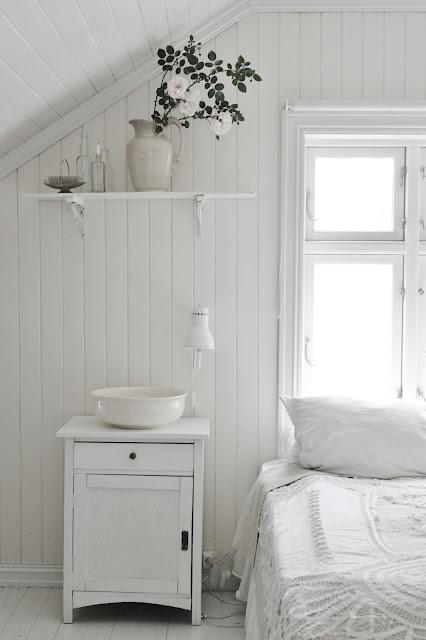 white house, white roses