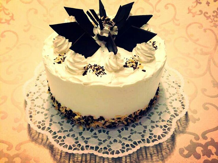 Chocolate cake, classic decoration..