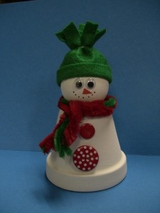ooh i want one of these!  Clay Pot Snowman.  Fun for the kiddos to make...