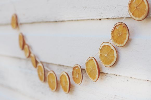 Nature with nature… to me, the most beautiful way to decorate for the season. The scent of freshly-cut pine mingling with cinnamon sticks, clove-speckled oranges, a wreath of eucalyptus greeting you at the door. Today I'm sharing an incredibly easy way to add that natural touch to your holiday decor. This dried citrus garland not only