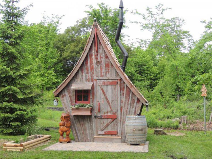 Il construit de petites cabanes rustiques façon Tim Burton, bienvenue dans un monde fantastique   Buzzly