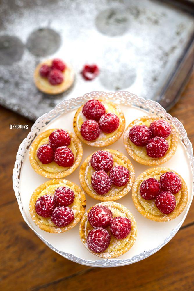 Mini Lemon and Raspberry Tartlets. Mmmhh!