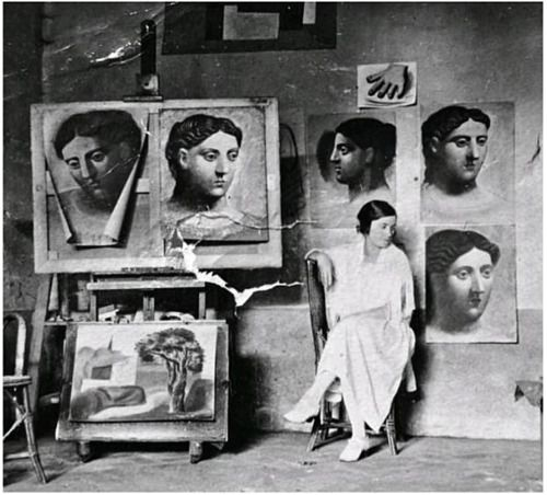Olga in Picasso's studio Olga Khokhlova (June 17, 1891 – February 11, 1954) was a Ukrainian-Russian dancer, better known as the first wife of Pablo Picasso and the mother of his son, Paulo.