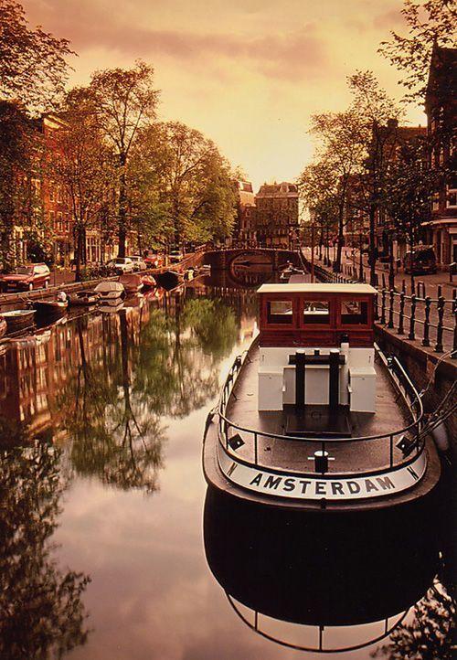O que não falta em Amsterdã. é ciclovia!