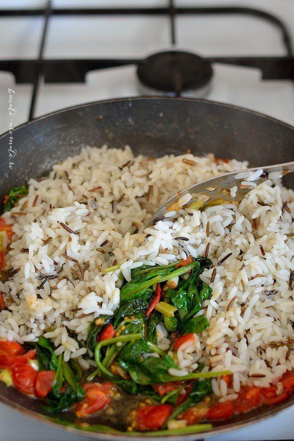 Creveţi cu orez sălbatic şi baby spanac