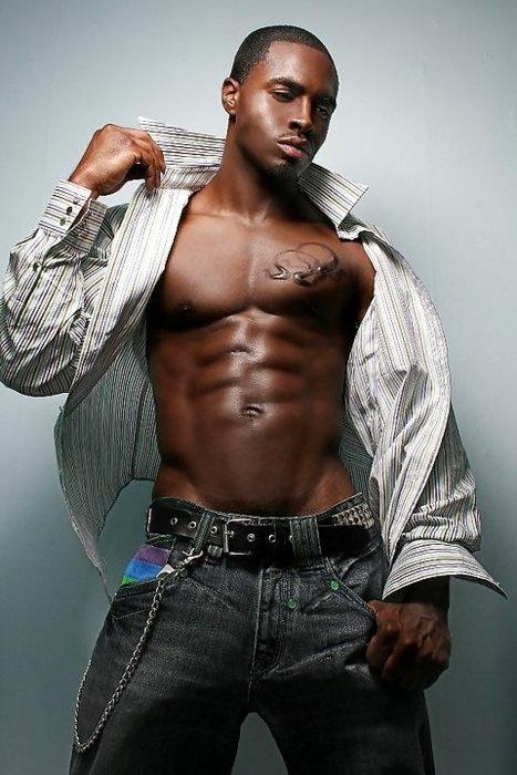Gran negro joven