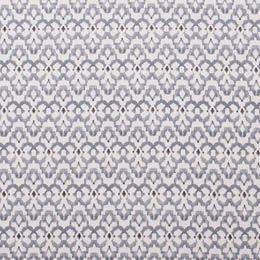 O cinza contrasta com o branco dos motivos étnicos. Pequenos apontamentos imprimem movimento e dinamismo ao padrão. Este algodão é perfeito para dar vida à decoração dos seus espaços. Indicado para cortinas e estores, almofadas e manualidades.