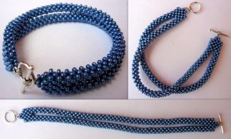 Náramek modrý sen Šitý náramek s americkým zapínáním z modrého lesklého rokajlu. Délka cca 18cm.