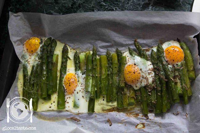 Backed asparagus + duck eggs  truffle - Asparagi al forno con uova di anatra e tartufo - Le ricette di GlocalTaste.com