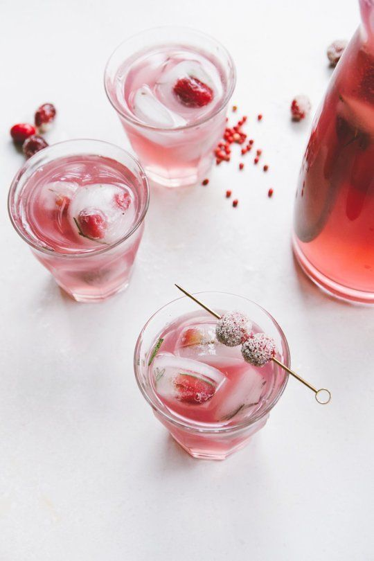 Rose, gin and pink peppercorn cocktail. A sue what to spice up your party!