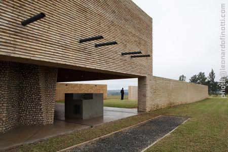 Solano Benitez / Gabinete de Arquitectura - House in the Countryside, Paraguay (Downspouts)