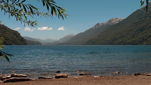 Lago Correntoso (Torrent Lake) at solar noon of summer solstice (give or take a few minutes). Villa la Angostura, Neuquén, Argentina, 2013-12-20 13:41.