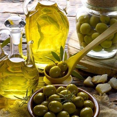 Ugyanazzal a szerrel ápolhatod a hajadat, a bőrödet és a körmödet is. Az olívaolaj nemcsak belsőleg fogyasztva egészséges, ősszel különösen jól jöhet számos jótékony tulajdonsága. A természetes haj-, bőr- és körömápoló sajnos nem tartozik a legolcsóbb termékek közé, de egy 200 ml-es…