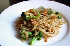 Chinese Five-Spice Noodles with Broccoli (watching Chopped - they used chinese five-spice)