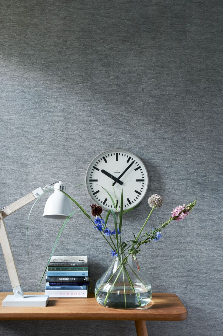 Grey wallpaper with vase, clock and light. | Photographer Dennis Brandsma, James Stokes | Styling Fietje Bruijn, Frans Uyterlinde | vtwonen catalog autumn 2015 | #vtwonencollectie