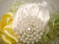 white diy wire brooche from pearls