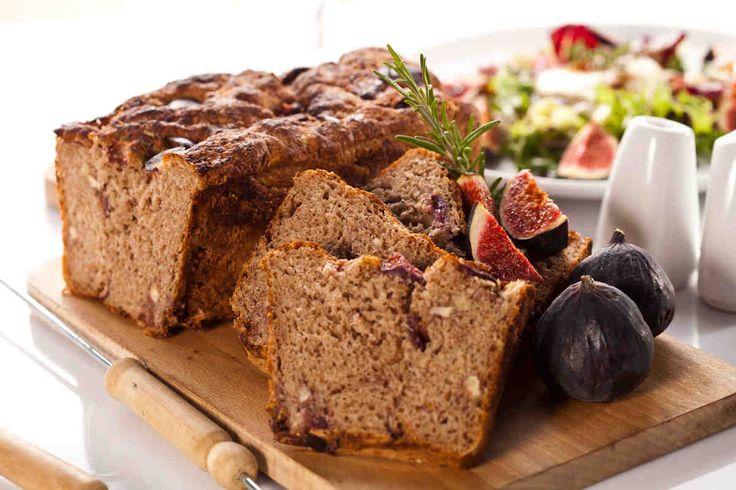 Chleb orkiszowy z figami i orzechami włoskimi #smacznastrona #przepisytesco #chleborkiszowy #figi #ozechywłoskie