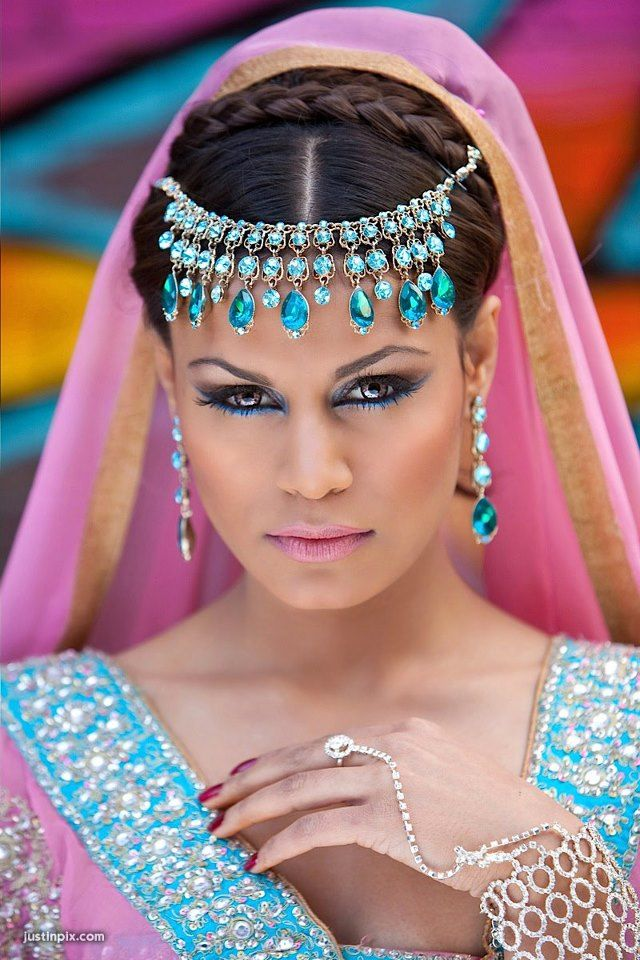 Gorgeous turquoise eyeliner to set off jewellery #makeup #styling #bridal #editorial #fashion www.farhana.co.uk