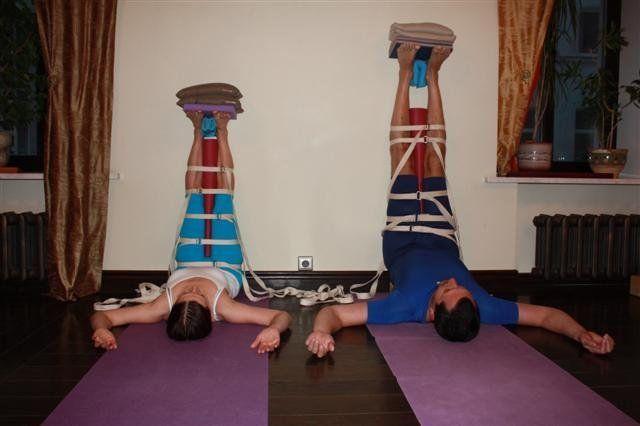 ЙОГА   ЮМОР  В йоге айенгара не бывает невыполнимых асан, бывает мало ремней    #йогаюмор #йогаволгоград #студияйогипрактика