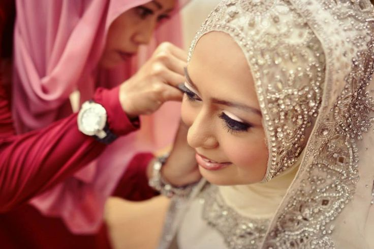Mak Andam Package  The bride would want to look her best on the wedding day and it would be nice to have a professional make-up artist for her. Some of the wedding packages also include a whole range of bridal dresses that the bride can choose from.