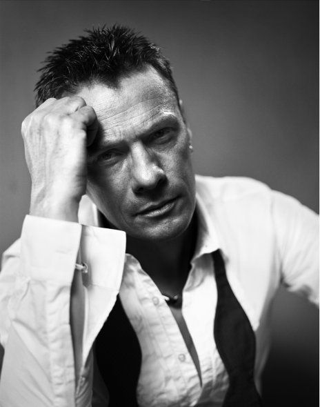 Larry Mullen (Vincent Peters)